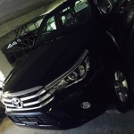 2016-Toyota-Hilux-Revo-black-front-side