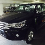 2016-Toyota-Hilux-Revo-black-front-side2