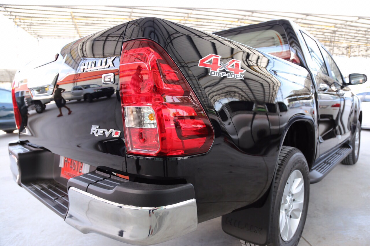 2016-Toyota-Hilux-Revo-rear-light