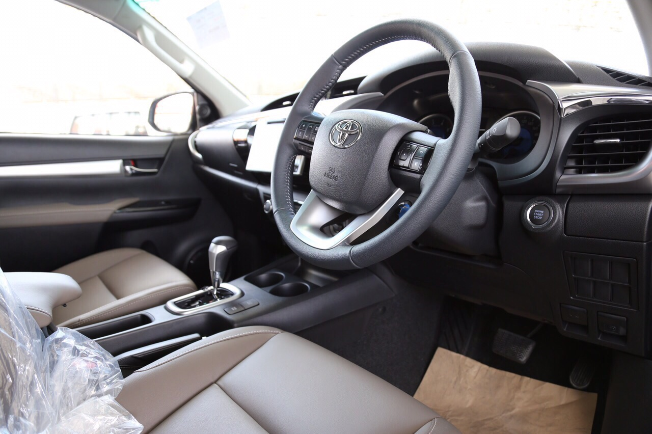 2016-Toyota-Hilux-Revo-steering