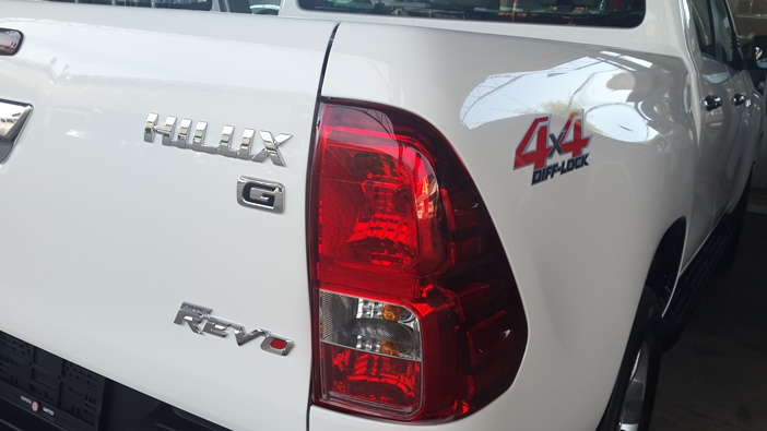 2016-Toyota-Revo-White-rear-light-right